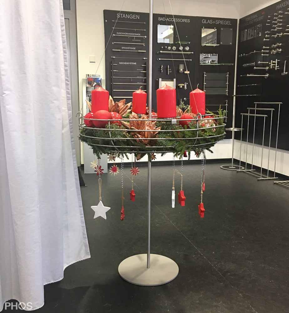 weihnachtssterne und adventskranzst nder von phos. Black Bedroom Furniture Sets. Home Design Ideas
