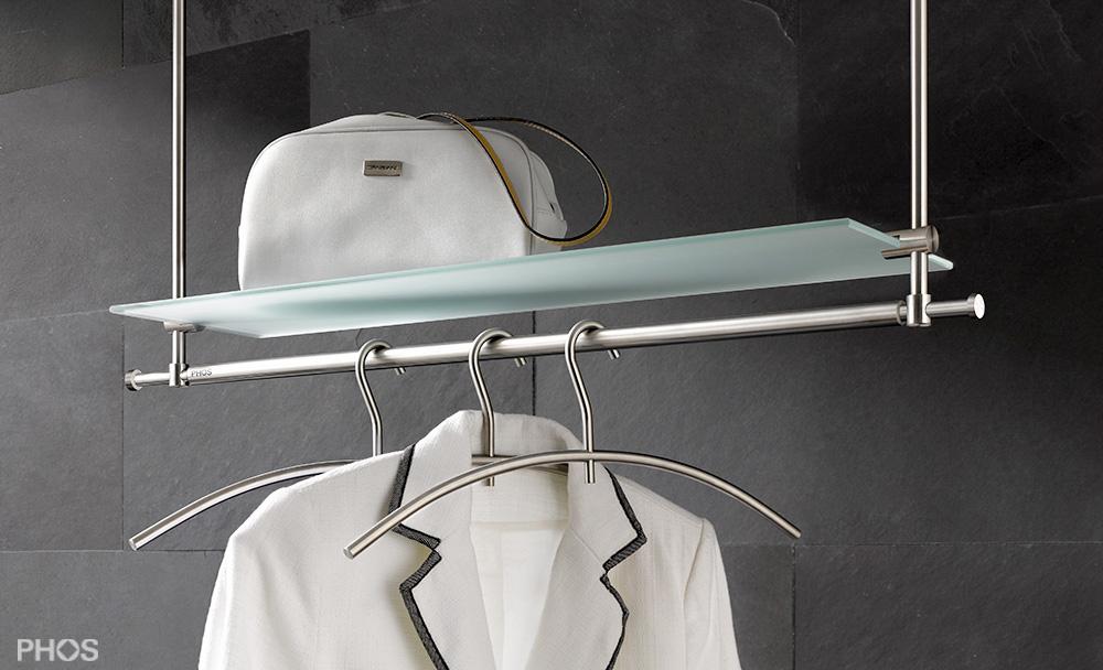 Hängegarderobe mit verlängerter Kleiderstange und Glasablage